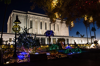 Mesa Temple Christmas Lights a 35-Year Tradition - Church News and ...