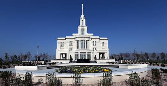 Nice Grounds Supervisor David Anson Works In A Flowerbed During The Media  Briefing And Tour Of The Payson Utah Temple Tuesday, April 21, 2015.