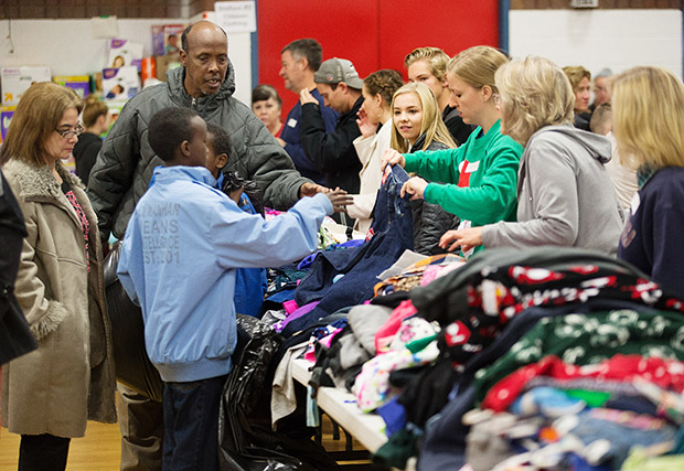 LDS Volunteers, Community Help Refugees on Christmas Eve - Church News and Events