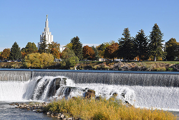The Idaho Falls Idaho Temple was the first temple built in Idaho and is located on the picturesque banks of the Snake River on 1000 Memorial Drive.