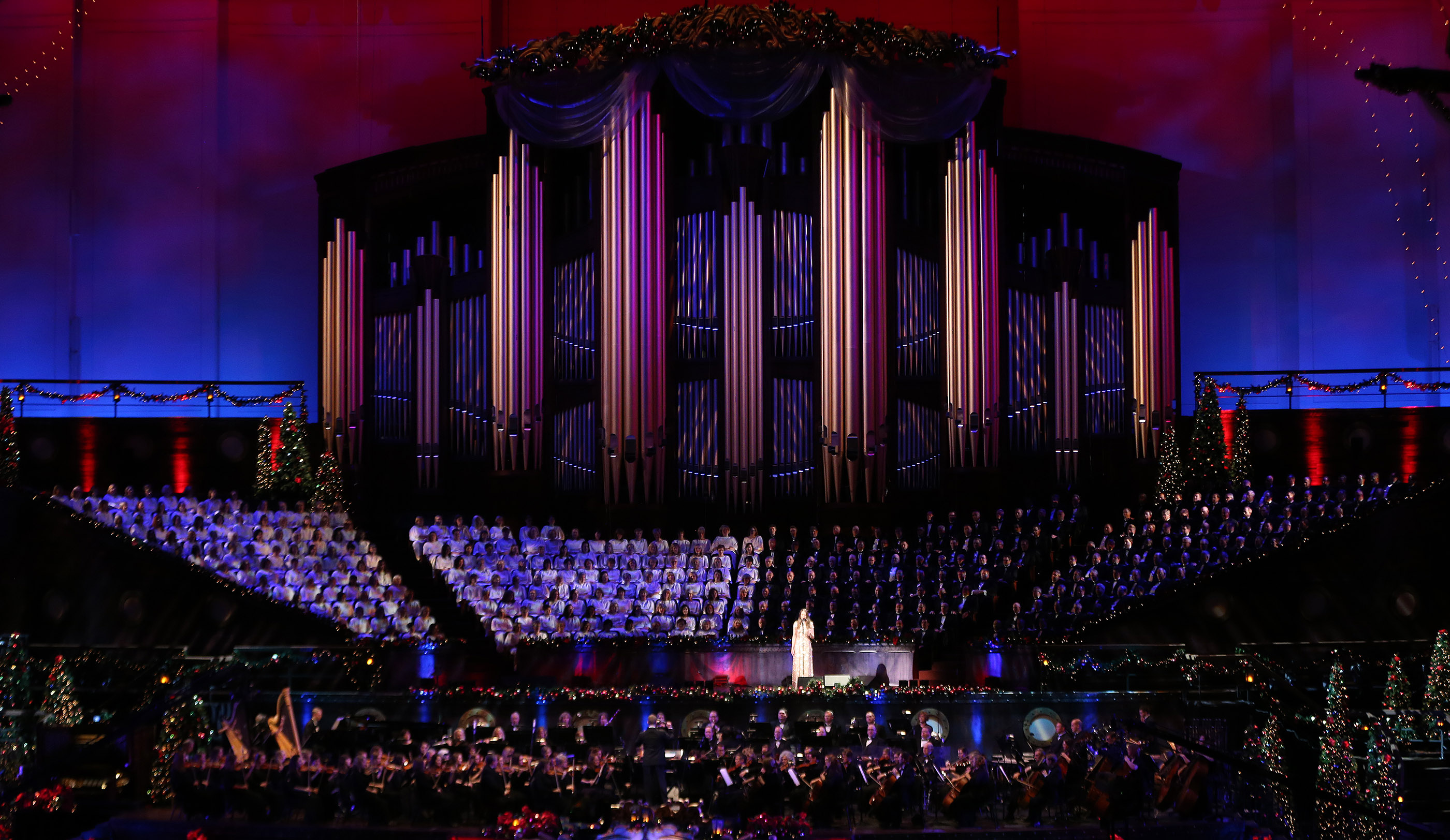 Broadway Star Sutton Foster Sings During The Mormon Tabernacle Choir Christmas Concert In Salt Lake City On Thursday December 14 2017