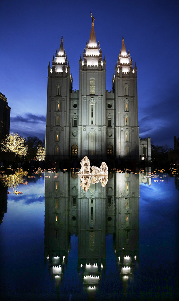 Christmas Lights on Temple Square Welcome Visitors from Near and Far ...