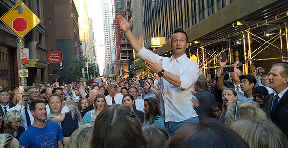 Videos of Latter-day Saints Singing on the Street during New York