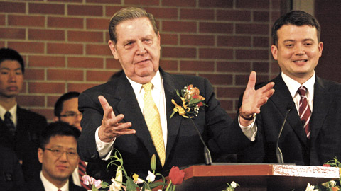 Elder Holland speaks to missionaries