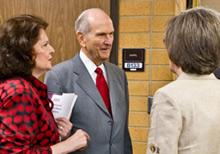 O Élder Nelson e sua esposa no seminário de presidentes de missão de 2011