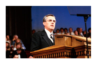 Elder Ballard speaking in Salt Lake Tabernacle