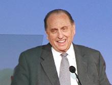 O Presidente Monson falando no seminário de presidentes de missão de 2011