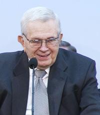 O Presidente Packer falando no seminário de presidentes de missão de 2011