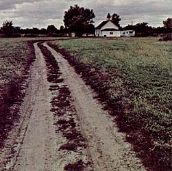 A unpaved country road