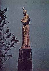 statue of Moroni