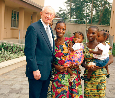 President Hinckley with African women, children