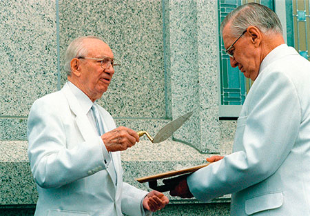 President Hinckley at cornerstone of temple