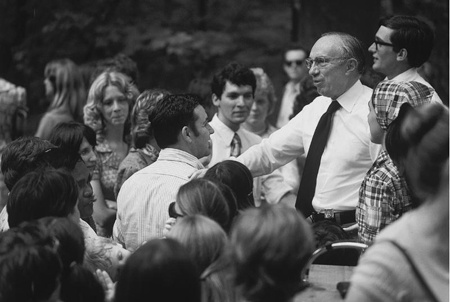 President Hinckley teaching a group