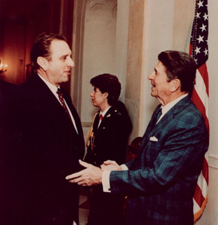 Thomas S. Monson and President Ronald Reagan