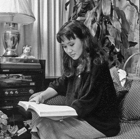 Woman studying scriptures