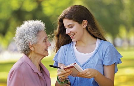 how to help old people People should help elderly people when there are sick or help them get  the  best care for an old person can only be rendered by his own family members.