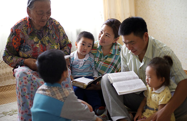 family reading the scriptures